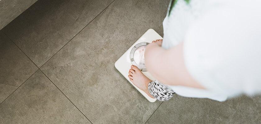 Durante o atendimento nutricional, um dos fatores determinantes para a definição de condutas alimentares é a predisposição genética à obesidade